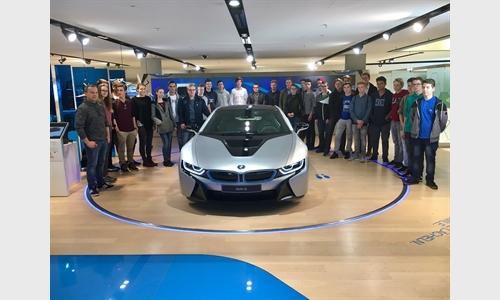 Unterberger Automobile veranstaltete Lehrlingsmotivationstag in der BMW Welt München
