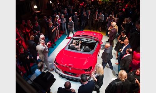 Foto der News Der Ferrari Portofino wird in London vor Ferrari-Kunden und VIPs, darunter Pixie Lott, Laura Whitmore, Jonny Mitchell und Ashley Roberts, präsentiert