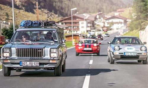 Foto der News Mazda Garage: Alle drei Mazda Klassiker fahren in Amsterdam über die Ziellinie