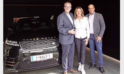 """Foto der News Langjährige Partnerschaft: Autowelt Innsbruck ist seit mehr als einem Jahrzehnt Mobilitätspartner von Ralph """"The Voice"""" Schader"""