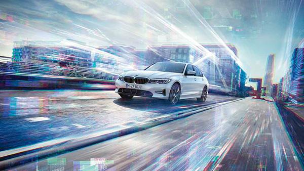 DER NEUE BMW 330e.