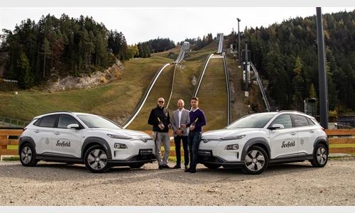Foto der News Übergabe von 2 Hyundai Elektrofahrzeugen an den Tourismusverband Olympiaregion Seefeld