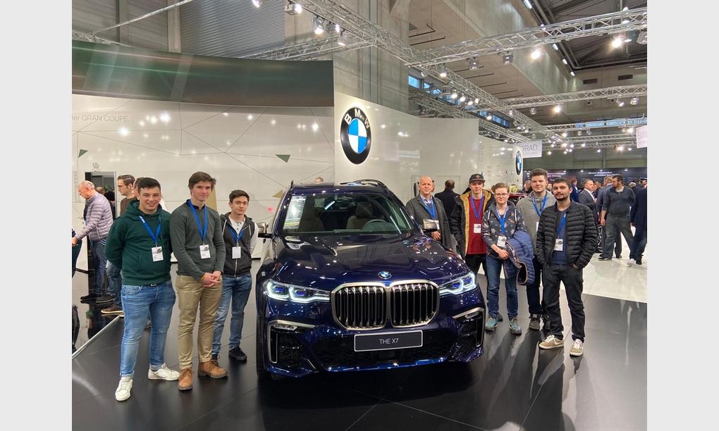 Lehrlingsbesuch auf der Vienna Auto Show