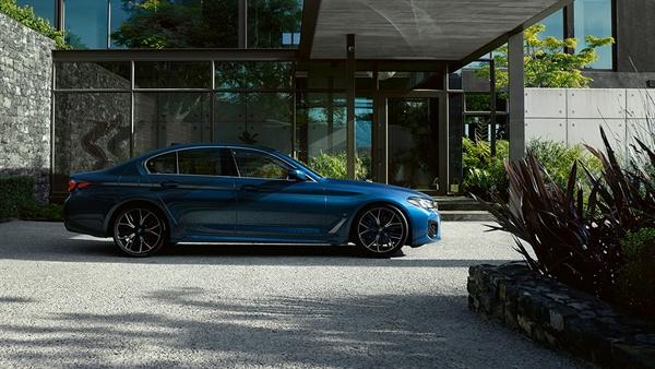 DAS DESIGN DER BMW 5er LIMOUSINE.