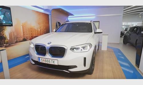 Der BMW iX3 bei BMW Unterberger