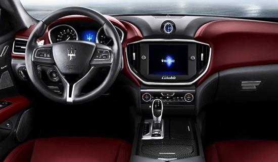 Das Interieur steht ganz in der Stiltradition von Maserati