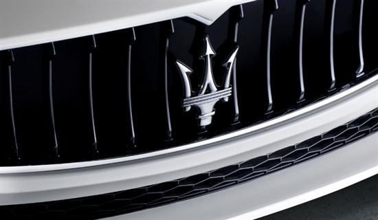 Zahlreiche Details zitieren aus der einzigartigen Stiltradition von Maserati