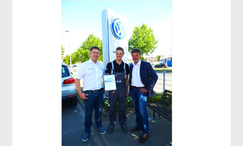 Das gesamte Team vom Autohaus Mense gratuliert dem Auszubildenden Daniel Holtkötter.